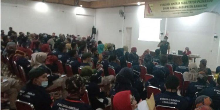 kegiatan Evaluasi Fasilitator Puskesos Dinas Sosial Kabupaten Bandung di Ciater, Selasa (16/3/2021)