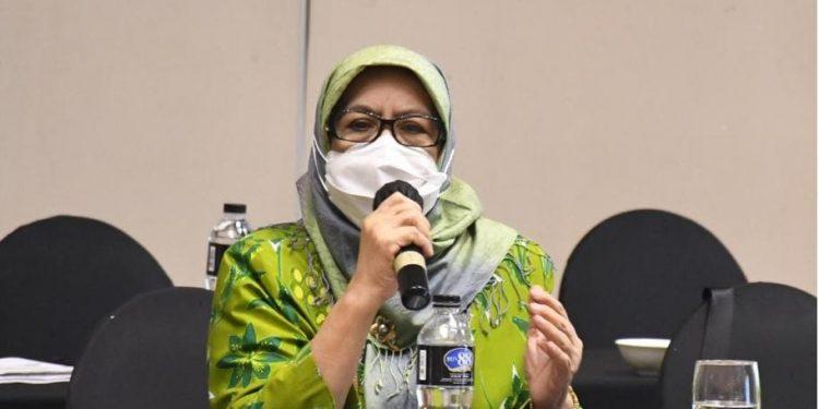 Anggota DPRD dari Fraksi PDI Perjuangan, Hj Elin Suharliah