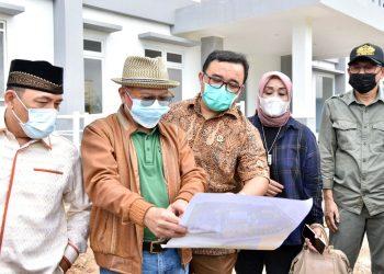 Pimpinan dan Anggota Komisi IV DPRD Jabar Meninjau langsung Apartemen Transit di Desa cilandak, Kabupaten Purwakarta .  foto : Farhat Mumtaz / Humas DPRD Jabar